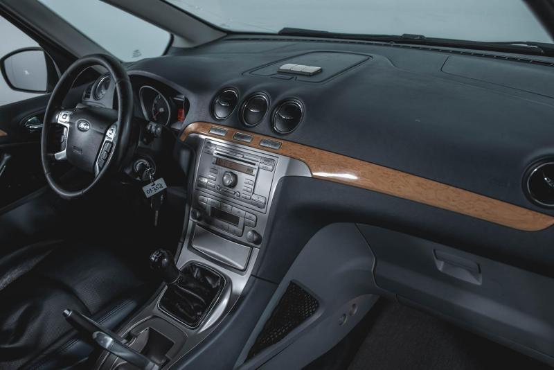 Ford Galaxy 2.0 MT (145 л. с.)