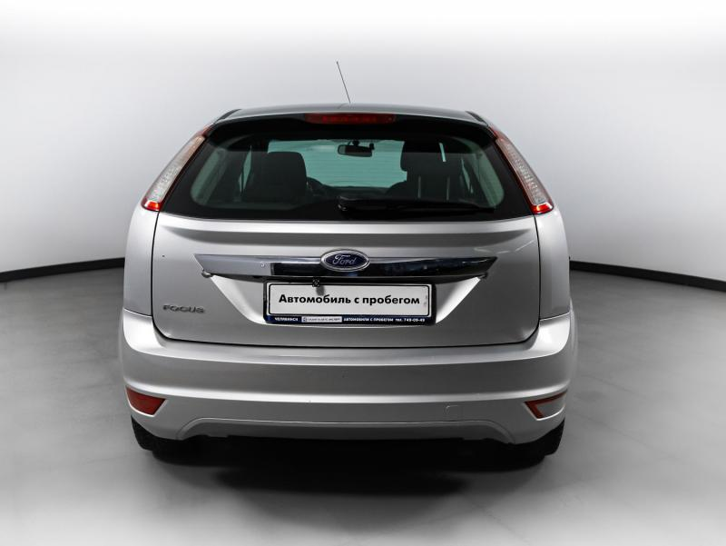 Ford Focus 1.6 MT (101 л. с.)