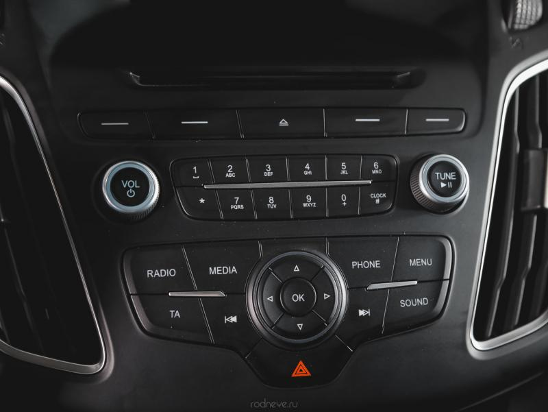 Ford Focus Хетчбэк 1.6 Ti-VCT PowerShift (125 л. с.) Sync Edition