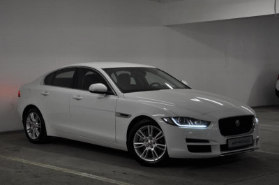 Jaguar XE 2.0 D AT (180 л. с.) Prestige
