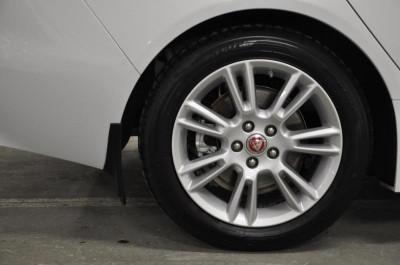 Jaguar XE 2.0 D AT (180 л. с.) Prestige